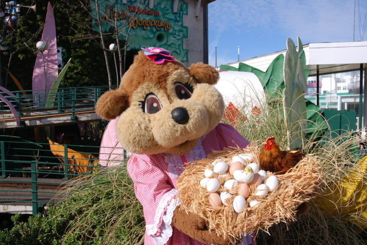 Blackpool Pleasure Beach Bella Beaver Easter Eggs Basket