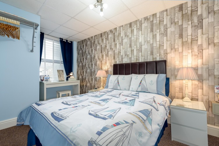 Large Double Room - By The Seaside, St Chads Road, South Shore, Blackpool Hotel for Families and Couples