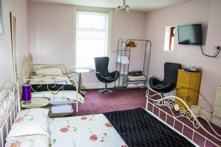 Superior Family Room at Blackpool's Queen Victoria Guest House - Master of the Families and Couples Niche
